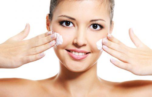 Odmah promenite rutinu: 5 večernjih navika koje loše utiču na kožu