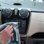 Lepljivi dugmići i prekidači u kolima: Kako da ih očistite?