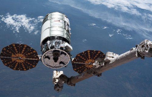Sirevi, kobasice i najskuplji toalet na svetu: Astronauti dobili pošiljku od 3,6 tona (VIDEO)