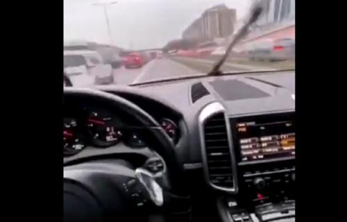 Preti robija BAHATOM SRBINU (19) koji je divljao na auto-putu: Vozio BMW 235 km/h u Švajcarskoj
