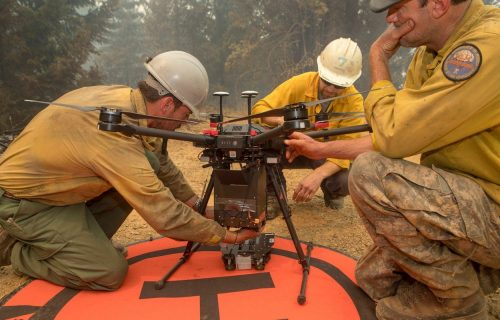 Dronovi izbacuju ZMAJEVA JAJA po Americi, evo čemu služe (VIDEO)