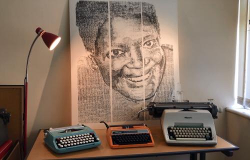 Ovako nešto još niste videli: Mladi umetnik stvara remek-dela koristeći samo pisaću mašinu (VIDEO)