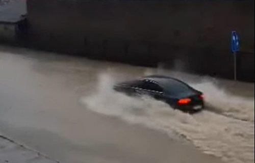 U Hrvatskoj VELIKE poplave: Knin POTOPLJEN, udari vetra koji nosi sve pred sobom JAČI od 100 km/h (VIDEO)
