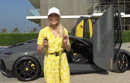 """Blondi je upoznala Koenigsegg Gemeru, porodični automobil sa 1700 """"konja"""" (VIDEO)"""