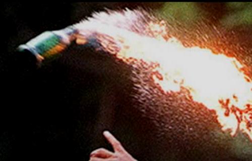 """Bacili """"MOLOTOVLJEV KOKTEL"""" na kuću u Novom Sadu! Vlasnik (37) sam gasio požar"""