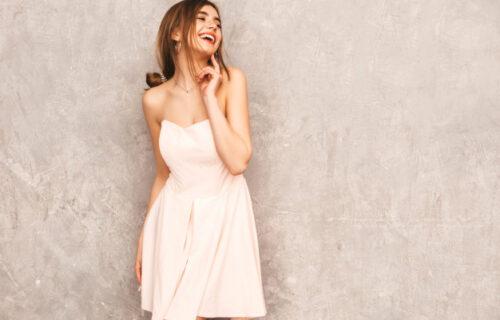 U nekoliko koraka PRETVORITE letnju suknju ili haljinu u savršenu JESENJU kombinaciju (VIDEO)