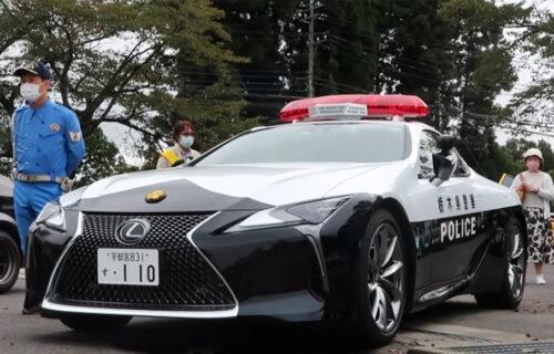 """Moćni """"presretač"""" Lexus LC500: Od njega zaziru bahati i nesavesni vozači (VIDEO)"""