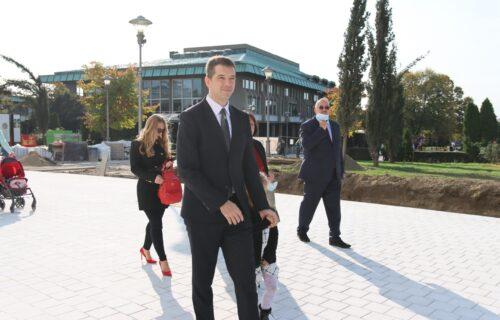 Sreli smo Marka Đurića ispred Hrama Svetog Save! Pogledajte s kim je došao pred SRPSKU SVETINJU (FOTO)