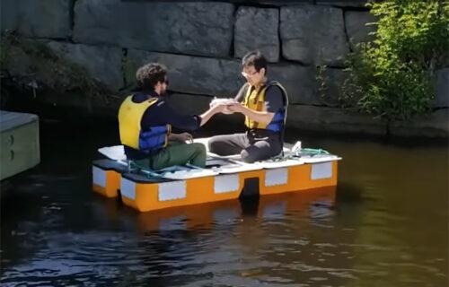 Šta to plovi kanalima Amsterdama?! Kreće se k'o vidra, a nema kapetana (VIDEO)