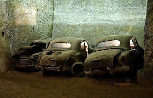 """Najveća """"tajna"""" Napulja: Podzemlje čuva neverovatnu kolekciju oldtajmera (VIDEO)"""