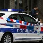 Drama na Novom Beogradu: Žena se POLILA benzinom i preti da će se ZAPALITI