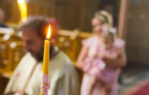 Zašto se deca ŠIŠAJU na krštenju? Sveštenik za Objektiv o snažnoj SIMBOLICI koju nosi ovaj čin