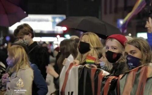 Jedna evropska zemlja ZABRANILA abortus! Crkva proslavlja, žene BESNE a posledice tek slede