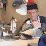 Ovo je Deda Đorđe i šije srpske šajkače! Najpopularnija je ona koju su nosili Mišić i Ratko Mladić (FOTO)