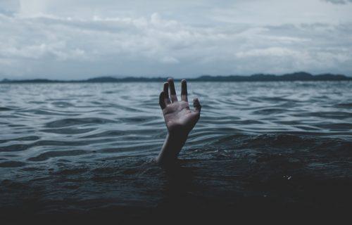 UŽAS na Tamišu: Pronađeno telo mladića koji je skočio iz čamca i NESTAO