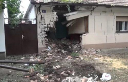 AUTOM im probila zid KUĆE: Jezivi kadrovi sa mesta nesreće u Kikindi gde je žena izazvala udes! (VIDEO)