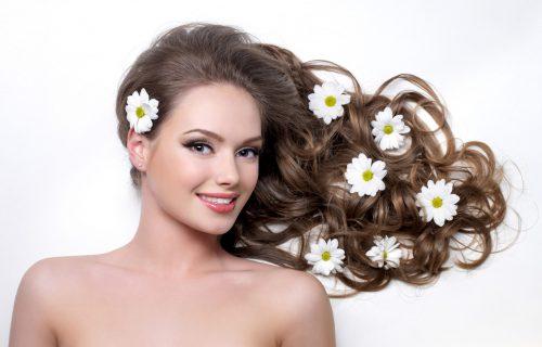 Sjajan trik: Kako da za 5 sekundi uvijete kosu i dobijete besprekornu talasastu fruzuru (VIDEO)