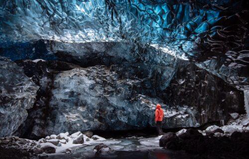 Ledeni dragulj Islanda: KRISTALNA PEĆINA je magično mesto koje oduzima dah svojom lepotom (FOTO)