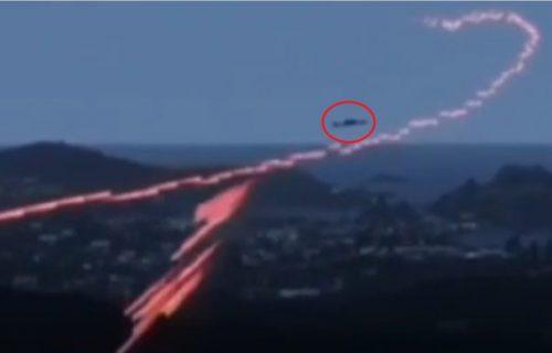 """Azerbejdžanski """"suhoj"""" leteo pravo u kišu metaka, tačno se vidi kada je raskomadan (VIDEO)"""