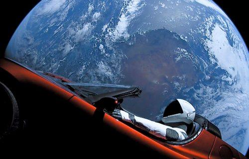 Teslin Roadster stigao do Marsa! Posle 2,1 milijarde kilometara i dalje pušta sjajnu muziku (VIDEO)