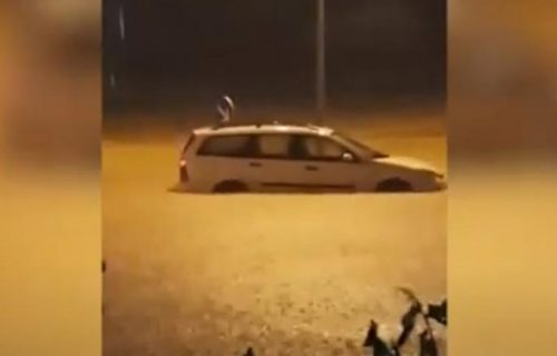 UŽASNE POPLAVE u Crnoj Gori! Vatrogasci spasavaju ljude iz kuća (VIDEO)