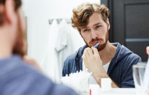 Stručnjak otkriva: Najvećem broju ljudi DESNI krvare zbog nepravilnog pranja ZUBA