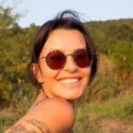 Elena Karić se OPUSTILA na Kalemegdanu: ZADIGLA haljinicu, prolaznici su imali šta da vide (FOTO)