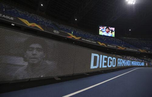 Bakljada u čast Maradone: Napulj gori, igrači izašli na teren u posebnim dresovima (VIDEO+FOTO)