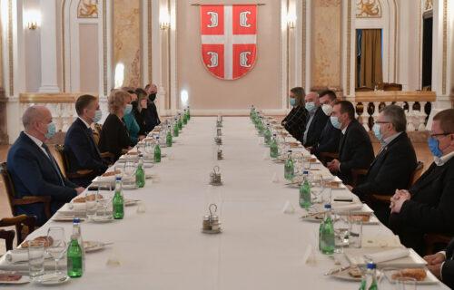 Stefanović se sastao sa poslanicima Narodne skupštine: Glavna tema je bila jačanje Vojske Srbije