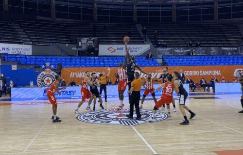FANTASTIČAN DERBI: Zvezda slavila u neverovatnom finišu, Partizan izveo čak 25 bacanja više (FOTO+VIDEO)