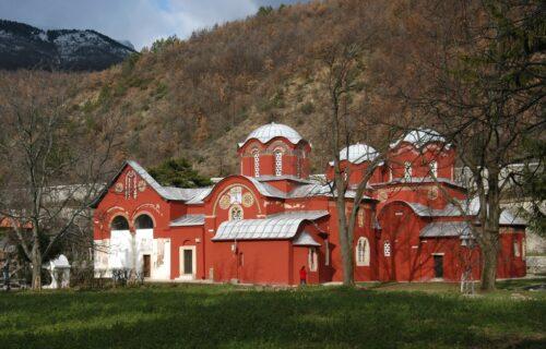 """Primitivna PROVOKACIJA Albanaca: Otimaju srpske svetinje, sramno """"prisvojili"""" Pećku patrijaršiju (FOTO)"""