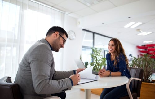 Najčešće GREŠKE koje pravite na razgovoru za posao: GOVOR tela govori mnogo o vama!