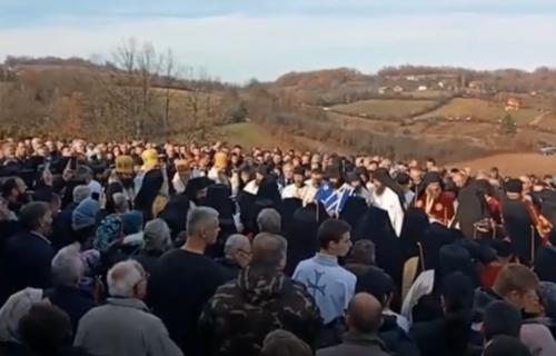 Pojavio se MISTERIOZNI ZNAK na sahrani raščinjenog episkopa Artemija: Nikome nije bilo svejedno (VIDEO)