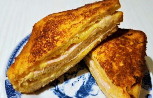 Dobitna kombinacija za sve gurmane: Brzi i hrskavi Monte Kristo sendviči (RECEPT+VIDEO)