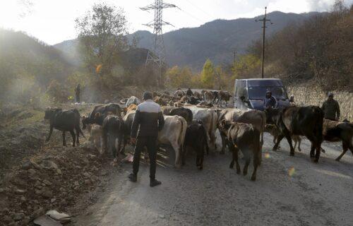 JEZIVE SCENE iz Nagorno-Karabaha: Snimci TORTURE nad jermenskim zatvorenicima lede krv u žilama! (VIDEO)