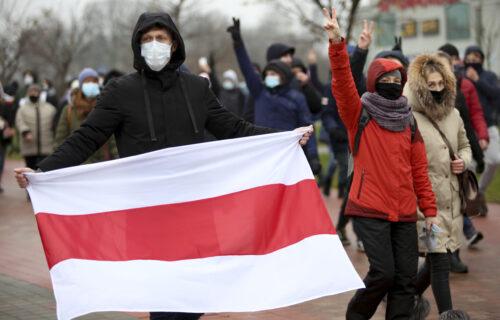Haos u Belorusiji se nastavlja: Uhapšene STOTINE demonstranata, dramatično u Minsku (VIDEO)