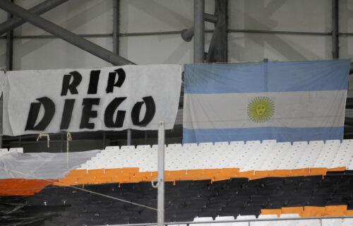 Samo Maradona može da spoji nespojivo: Čak i neprijatelji plaču zbog Dijegove smrti (FOTO+VIDEO)