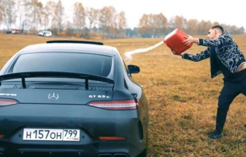 Spalio Mercedes vredan 160.000 evra: Kada čujete zašto je to uradio, neće vam biti dobro (VIDEO)