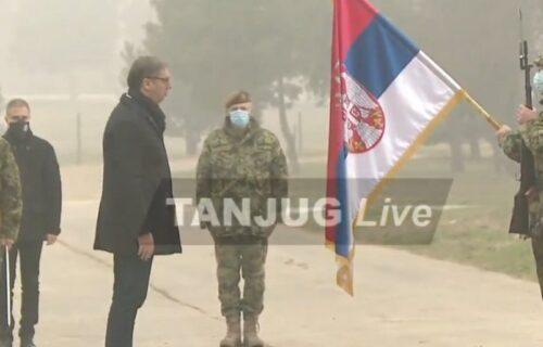 Vučić i Stefanović u Nišu: Prisustvuju pokaznoj vežbi ruskih tenkova T-72MS (VIDEO)