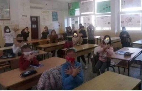 SKANDAL u Crnoj Gori: Nastavnica iz Ulcinja na času naterala učenike da promovišu VELIKU ALBANIJU! (FOTO)