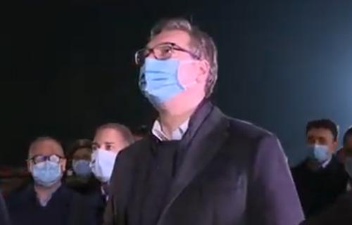 Predsednik Srbije na IVICI SUZA zbog patrijarha Irineja: Vučić ispred VMC Karaburma čuo tužne vesti