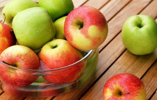 Ne pravite VELIKU grešku: Ovako se PRAVILNO peru jabuke, tajna je u jednom triku