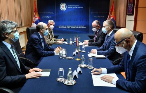 Intenziviranje vojnoekonomske saradnje dve zemlje: Stefanović se sastao sa ambasadorom Italije (FOTO)