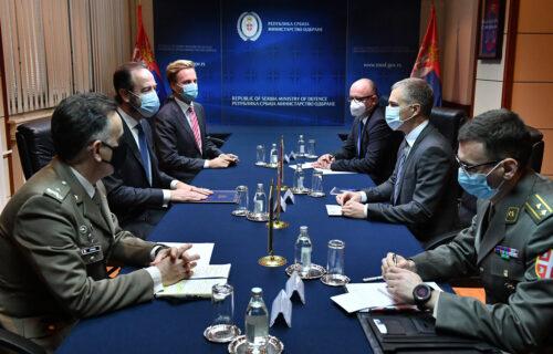 Stefanović sa ambasadorom Holandije o saradnji sa NATO: Izuzetan profesionalizam Vojske Srbije