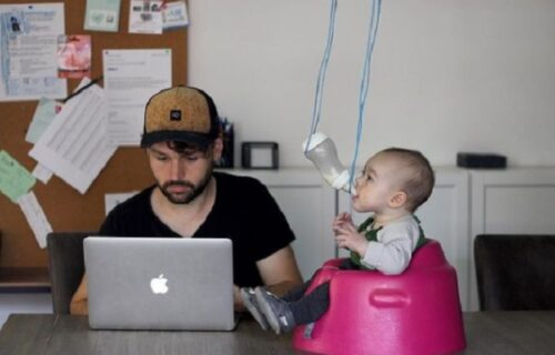 Jači odgovor jednog tate nećete videti: Žena ga pitala kako je beba, evo KAKVE slike joj je poslao (FOTO)