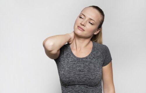 Imate česte bolove u VRATU? 8 stvari koje možete da uradite kako biste sprečili ovu TEGOBU