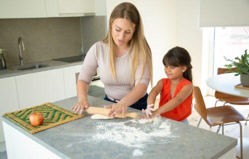 Važne životne lekcije: Evo sa koliko godina i koje kućne obaveze bi trebalo da obavljaju deca