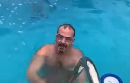 Godfri objavio snimak iz BAZENA: Američki ambasador će plivati za časni krst na Bogojavljanje? (VIDEO)