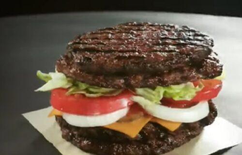Samo za prave gurmane: Napravljen hamburger sa lepinjama od MESA (VIDEO)