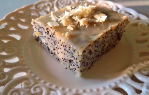 Sladak zalogaj: Napravite sočan kolač sa jabukama, makom i GLAZUROM od bele čokolade (RECEPT+VIDEO)
